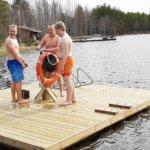 Hyppylautta teki neitsytmatkansa Pirttijärven aalloilla – Juupajoen nuorisovaltuuston uusin aikaansaannos tulee kesäiloksi uimarannalle