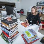 Kirjaston palautusluukku taas käytössä – lainauksen aloitus täsmentyy pian