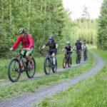 Porukkalenkki antaa tuntumaa maastopyöräilyyn – ensikertalaisetkin ovat tervetulleita