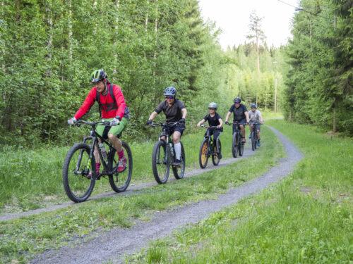Maastopyöräilijät yhteislenkillä