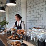 Kahvila Singer tikkaa kierrätyshengessä ympärivuotisesti, oma keittiökin tulossa