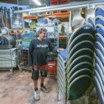 Mantereen kenkätehtaan tiloista lähtee 70 rekkalastia tavaraa, kun Kari Kaustara ottaa yrittäjänä uutta suuntaa