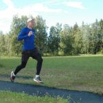 Yleisurheilijalupaus Lasse Hämelahti keskittyy tänä kesänä sataselle