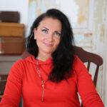 """Anna Uusiheimala päätti tuoda jenkkileffoista tutut onnenkeksit kotimaiseen kahvipöytään: """"Vaikka kaikki menisi päin mäntyä, enemmän minua harmittaisi se, jos en olisi uskaltanut kokeilla."""""""