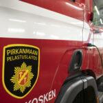 Hirsikasa paloi Järvenpääntiellä, naapuri pelasti auton liekkien ulottuvilta