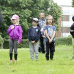 Eskarit siirtyivät ekalle – kesän viimeisen lomaviikon rastiradalla lievitettiin jännitystä ja kerrattiin koululaisen arjen tärkeitä asioita