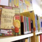Kirjatin perhelukudiplomi tarjoaa yli 300 lukuvinkkiä lapsiperheille – kymmenen kirjaa lukemalla saa diplomin ja yllätyspalkinnon