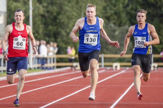 Lasse Hämelahti voitti M22 SM-kultaa 100 metrillä.