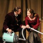 Perunavelliä, ahneutta ja vallanhimoa Tee Teatterin näyttämöllä