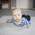 Suurperheessä arki sujuu rennolla otteella – Kaarina ja Jari Linjaman seitsenlapsisen perheen kodin ovi käy usein päivän aikana, kun lapset ja aikuiset suuntaavat omiin menoihinsa
