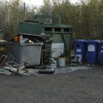 Länkipohjan jätepiste siirtyi syyskuussa jätevedenpuhdistamolle – alue muistuttaa nyt lähes kaatopaikkaa, kun kierrätyssäännöistä ei pidetä kiinni