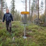 Laajennettu frisbeegolfrata on jo käyttökunnossa – opastekyltit asennetaan ja risukot haketetaan avajaisiin mennessä