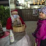 Tuottajatori avasi maltillisesti juhlakauden – tunnelmaa toivat Juupajoen kylänraitin ensimmäiset jouluvalot