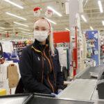 Jouluaattona kaupassa on varsin rauhallista – Elisa Blomster on huomannut, että aattona kaupasta haetaan se, mikä on unohtunut