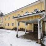 Hirsilän koululla on tehty kuntotutkimus ja terveydellisen merkityksen arviointi on valmisteilla – kaupunki tiedottaa, että kiinteistö vaatii laajan peruskorjauksen