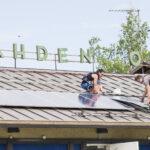 Aurinkopaneelit kiinnostavat yhä useampaa kuluttajaa – tuore lakimuutos tuo taloyhtiöiden asukkaat samalle viivalle omakotiasujien kanssa