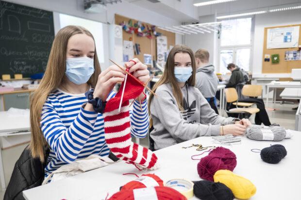 Yhteiskoulu, tekstiilityö