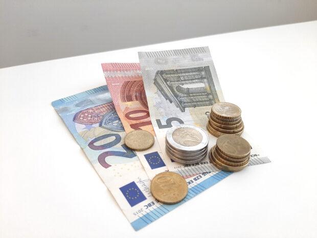 raha, setelit, kolikot