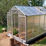 Kasvihuoneet entistä suositumpia kotipihoilla