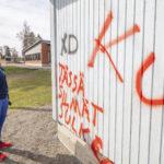 Koulun seinätöherrysten tekijää selvitellään valvontakameroiden tallenteista – tapahtuneesta on ilmoitettu myös poliisille