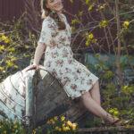Missikandidaatit pääsevät kokeilemaan pullapitkon tekoa ja suppailemaan villasukissa – kymmenestä finalistista yksi kruunataan Miss Elowenaksi Rönnillä heinäkuussa