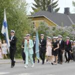 Oriveden lukion ylioppilaat saivat yhteisen juhlahetken – apulaisrehtori Jouni Aapajärvi muistutti, että menestyksestä ja työvoitoista saa ja pitää olla ylpeä