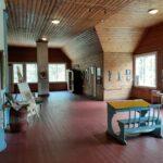Vihasjärven entinen koulu on oivallinen kesäretkikohde – tekniikat ja aikakaudet lyövät kättä toisilleen