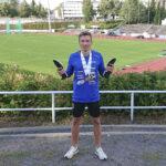 Lauri Hassi juoksi tuplamestariksi ensimmäisissä aikuisten SM-kisoissaan – Johanna Rosnell jäi niukasti mitalisijojen ulkopuolelle