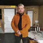 Tupateatterissa kokeillaan aina rohkeasti uutta – tämä on haastanut myös ohjaaja Jarmo Sköniä
