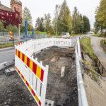 Koskitien patosillan alue tarvitsee ennakoitua isomman remontin – vesi on syövyttänyt tien pohjarakenteita