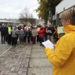 """""""Entisajan säästöt korjauksista ovat nyt laskuna pöydällämme"""" – lue sanasta sanaan, mitä Hirsilän koulun vanhempainyhdistyksen puheenjohtaja Minna Juuti sanoi perjantaina koulujen lakkauttamista vastustaneessa mielenosoituksessa"""