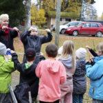 Hirsilän koulun lakkauttamisuhka on saanut perheet pohtimaan vaihtoehtoa siirtää lapset kouluun Juupajoelle